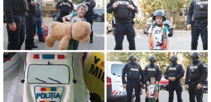 """Polițiștii Serviciului pentru Acțiuni Speciale din cadrul Inspectoratului de Poliție Județean Bihor i-au făcut duminică, o surpriză unui puști de 6 ani din Oradea, căruia i-au cântat """"La Mulți Ani!"""" și i-au dus daruri de ziua lui."""