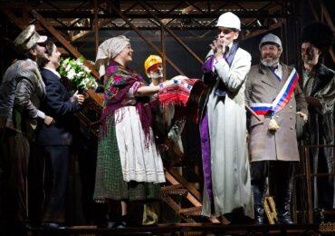 """Spectacolul """"Revizorul"""" revine pe scena Teatrului Regina Maria"""