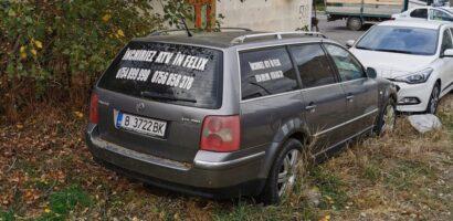 Atentie se ridica masini! Masina abandonata isi cauta stapanul
